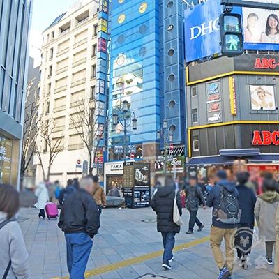 モア4番街の入口です。