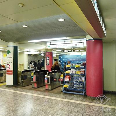 写真は大江戸線です。大江戸線からも東西線からも、3番出口に出てください。
