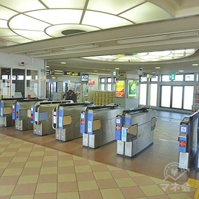 阪急今津線(南線)・今津駅改札口です。改札はここ1ヶ所のみです。