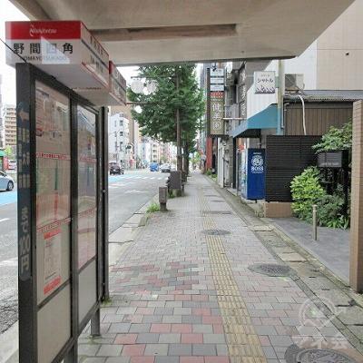 途中、野間四角バス停を通過します。