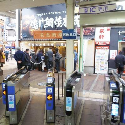 阪急神戸線・宝塚線・京都線の十三駅・西改札口です。