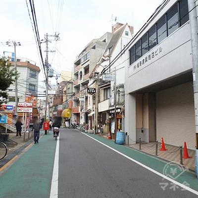 駅前商店街を進んでいきます。