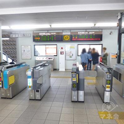 JR東海道本線の共和駅にて下車します。改札口は1箇所のみです。