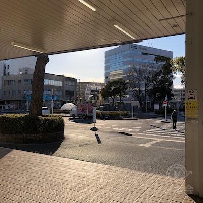 愛知環状鉄道線の三河豊田駅改札を抜けて外に出ます。