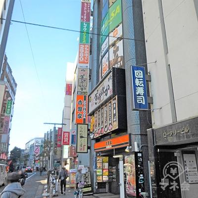 すぐに到着です。1階は吉野家です。レイクは4階です。